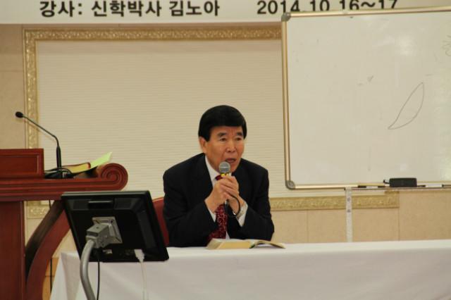 ▲질문에 응하는 김노아 목사