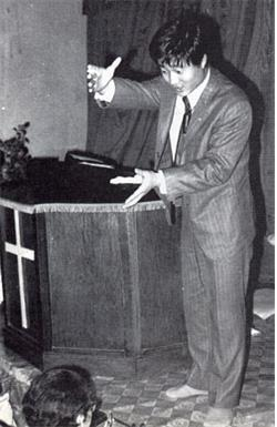 ▲장막성전의 어린종 유재열 교주의 설교모습
