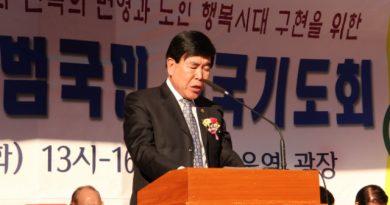 ▲구국기도회에서 기도하는 김노아 목사 (사진제공-크리스천월드)