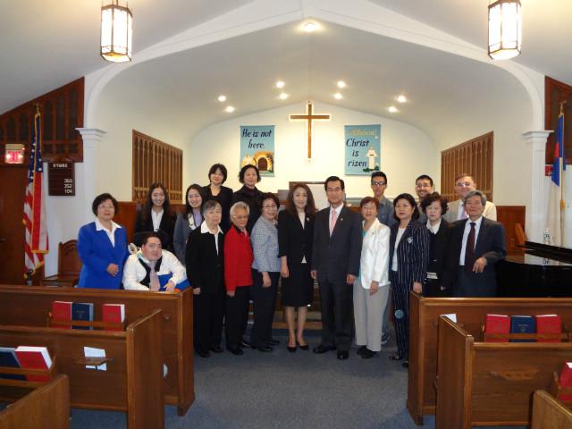 ▲미국뉴저지 새빛등대교회 목사내외분과 교회 성도들