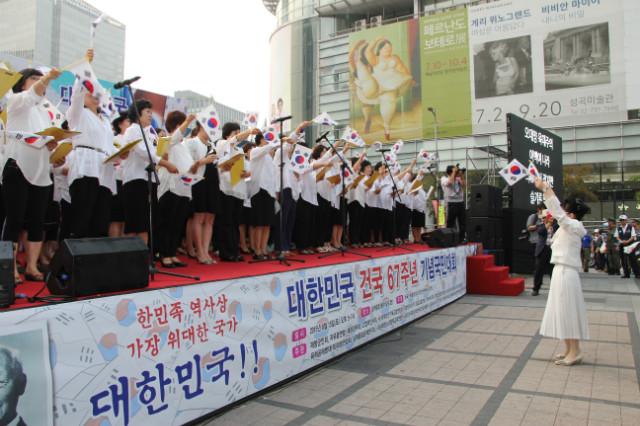 ▲세광중앙여성합창단이 준비한 특송인 '한민족통일노래' 를 합창하고 있는 모습. ⓒ크리스천월드