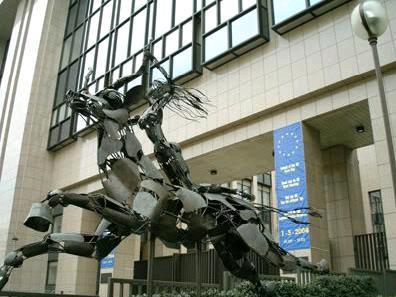 ▲유럽연합의 주요건물에는 '짐승을 탄 여자' Europa의 조형물이 만들어져 있다.