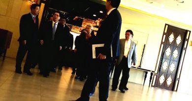 ▲한기총 임원모임 회의장에서 나오는 이영훈 목사 ⓒ 크리스천월드