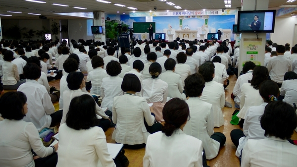 △Members of Shinchonji must complete at least six months of rigorous Bible study classes before they are allowed to attend one of the group's big worship services. This location is the main center for services in Seoul, and its location is not publicized. Credit: Matthew Bell
