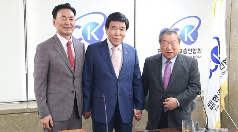 ▲왼쪽부터 서대천 후보, 김노아 후보, 엄기호 후보