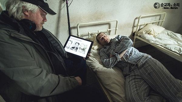 △영화 비하인드 씬1. 영화 의 감독 존 그루터스(John Grooters)와(왼쪽)웜브란트를 연기한 에밀 만다나크(Emil Mandanac)(오른쪽)