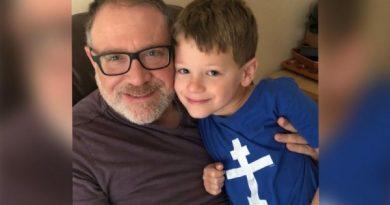 △Jeffrey Younger와 그의 아들 James ©Lifesitenews
