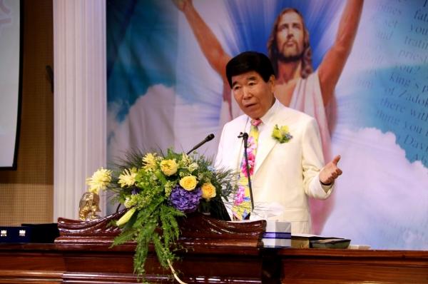 △예수 부활에 관한 말씀을 선포하고 있는 김노아 총회장.