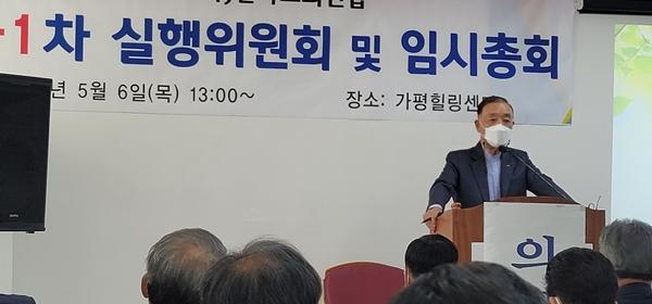 △인사말을 전하고 있는 송태섭 대표회장.